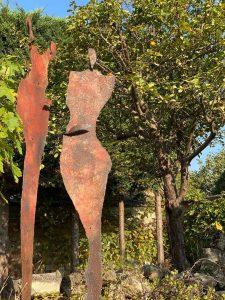 Myriam Delahoux_Fersonnages rouge jardin